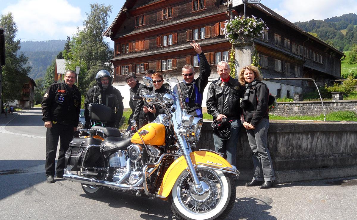 europe en harley le grand tour des alpes voyage moto voyage moto harley davidson. Black Bedroom Furniture Sets. Home Design Ideas