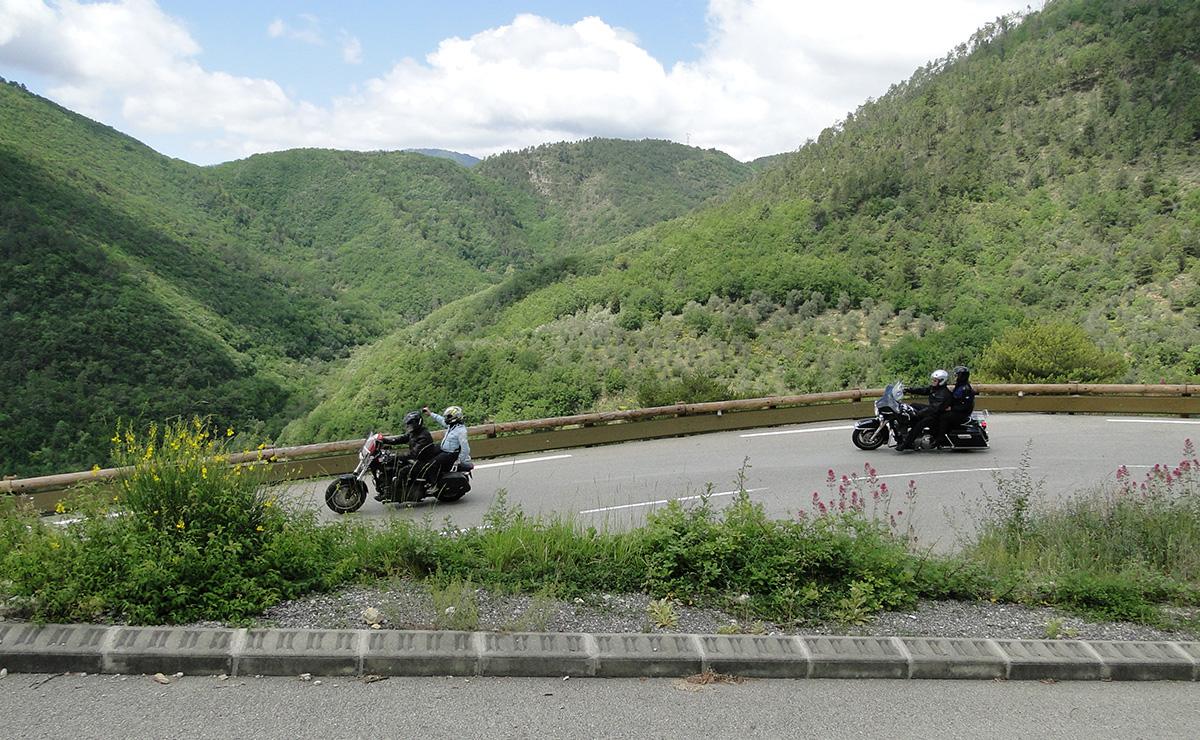 europe en harley couleurs de la toscane voyage moto voyage moto harley davidson. Black Bedroom Furniture Sets. Home Design Ideas
